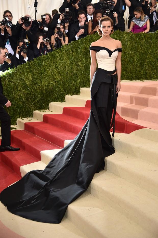 Emma Watson no baile de gala do MET, em Nova York (Foto: AFP)