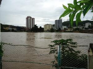 Rio Muriaé em Itaperuna. (Foto: Adilson Ribeiro/Blog do Adilson Ribeiro)