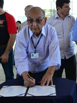 O administrador do estádio Martins Pereira, João Moreno (Foto: Danilo Sardinha/Globoesporte.com)