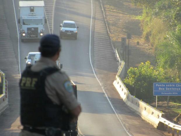 Policiamento foi intensificado nas rodovias do estado durante o feriadão (Foto: Divulgação/PRF)