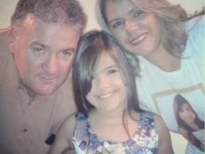 Mini Miss Brasil 2015, Letícia Gabrielle, com os pais (Foto: Arquivo Pessoal)