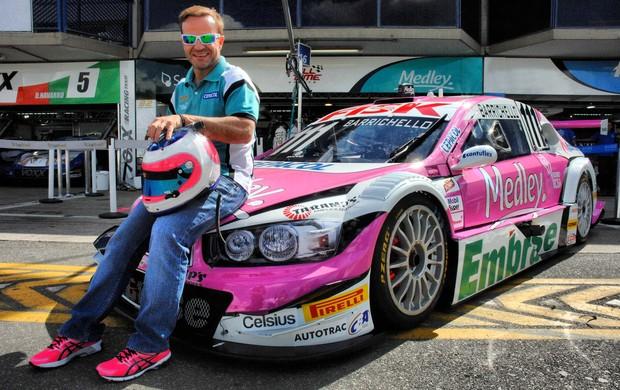 Rubens Barrichello Stock Car Curitiba Outubro Rosa (Foto: Miguel Costa Jr. / divulgação)