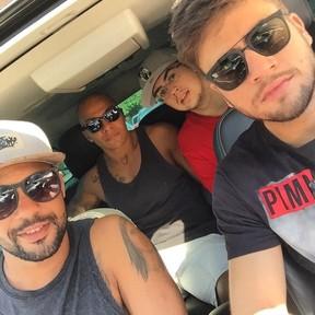 Rodrigo Godoy, o irmão rafael e os amigos de infância (Foto: reprodução/instagram)