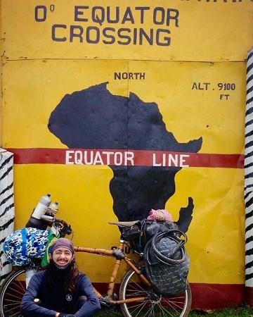Ricardo Martins cruza a linha do equador (Foto: Divulgação/Roda Mundo/Bamboo Trip/Facebook)