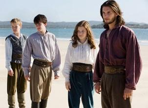Lucy, Edmundo e Eustáquio se unem a Caspian para resgatar as setes espadas (Foto: Divulgação)