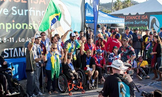 Equipe brasileira faz a festa no Mundial de Surfe Adaptado em San Diego