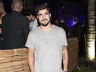 Caio Castro é condenado por descumprimento de contrato, diz jornal