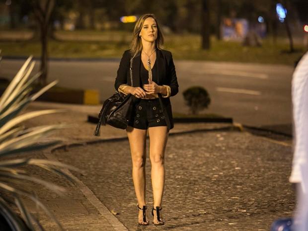 Amanda parece adorar deixar as pernas de fora (Foto: Inácio Moraes/TV Globo)