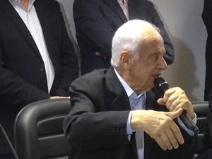 Pedro Simon durante o lançamento da candidatura ao Senado (Foto: Rafaella Fraga/G1)