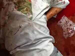 Corpo foi encontrado na manhã desta segunda em uma casa abandonada no Bairro América em Aracaju (Foto: Magna Santana/Arquivo Pessoal)