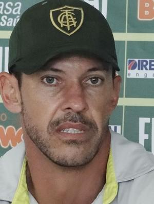 Milagres, técnico do América-MG (Foto: Fernando Martins/Globoesporte.com)