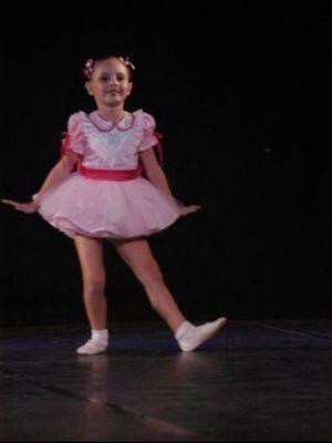 Desde criança Ana Luiza pratica balé em Assis (Foto: Ana Luiza Santilli/Arquivo Pessoal)
