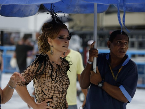 Leandra aguarda sua hora de gravar (Foto: Artur Meninea/Gshow)