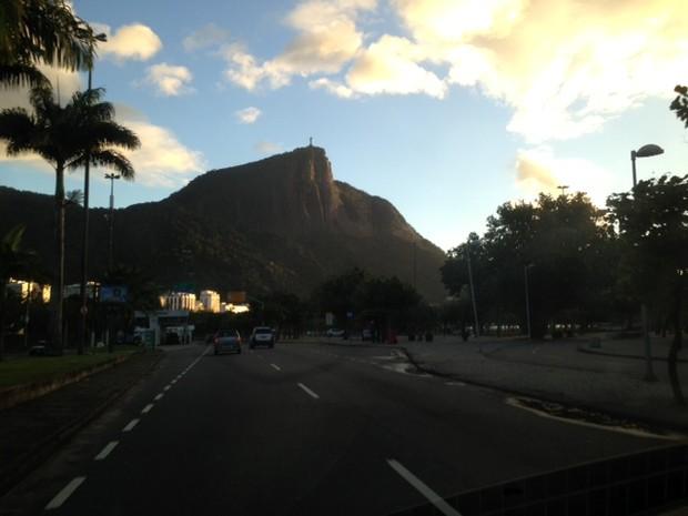 Sol volta a aparecer na manhã desta sexta-feira (26). (Foto: Perla Rodrigues / G1)