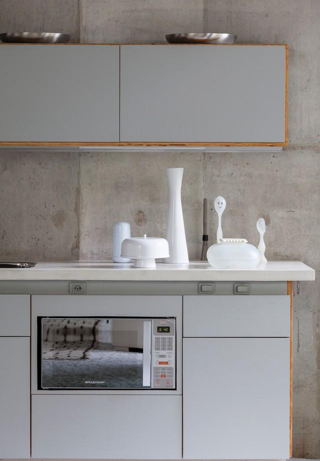 Detalhe do armário da cozinha, da casa da jornalista Gloria Kalil (Foto: Tuca Reines/Arquivo Vogue )