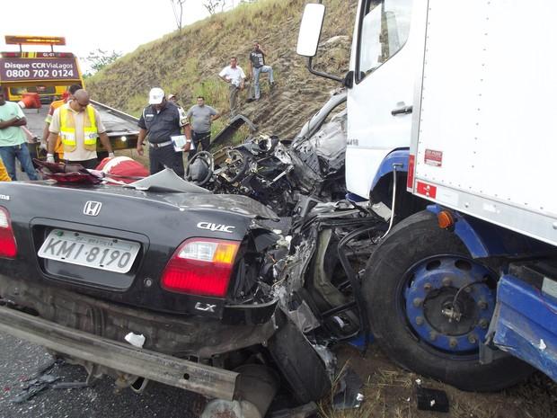 acidente na via lagos mata duas pessoas (Foto: Heitor Moreira/G1)