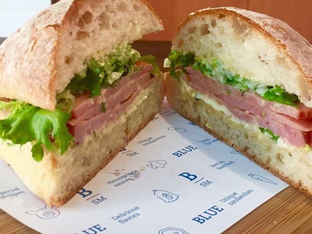 Receita de sanduíche de tender no pão brioche (Foto: Divulgação)