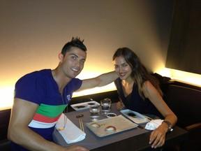 Cristiano Ronaldo e Irina Shayk (Foto: Reprodução/Facebook)