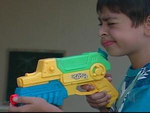 Armas de brinquedo não poderão ser mais comercializadas (Foto: Reprodução/TV Diário)