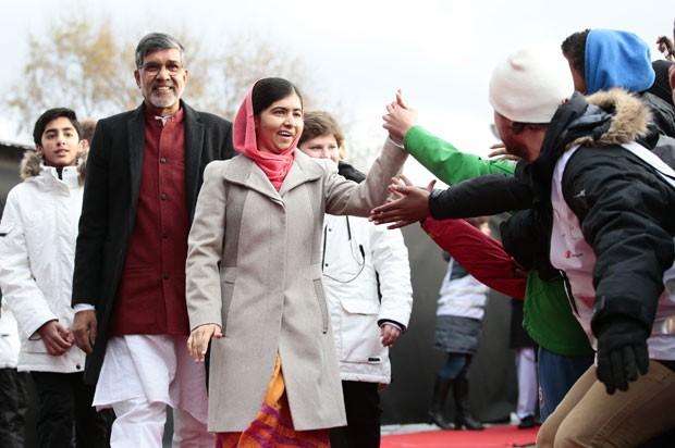 Os ganhadores do Nobel da Paz 2014, Kailash Satyarthi e Malala Yousafzai, chegam para a entrega do prêmio nesta quarta-feira (10) em Oslo (Foto: NTB Scanpix, Hakon Mosvold Larsen/AP)