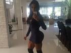Gracyanne Barbosa posa com vestido justinho e mostra suas curvas