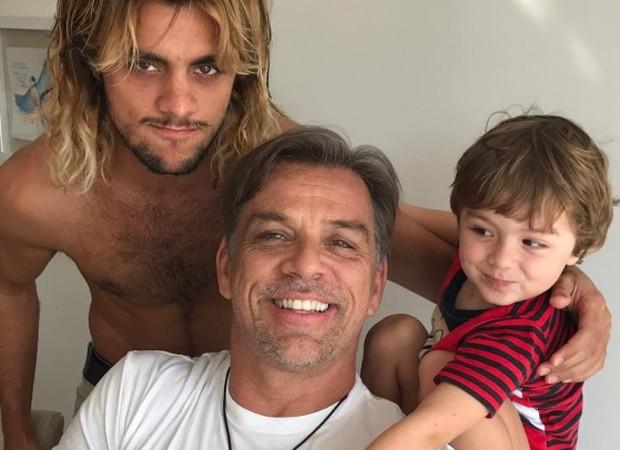 Felipe Simas, Beto Simas e Joaquim (Foto: Reprodução/Instagram)