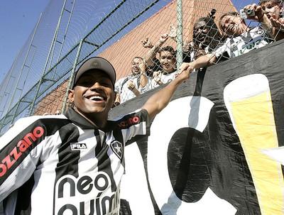 Jobson apresentação Botafogo (Foto: Paulo Sergio / Lancepress)