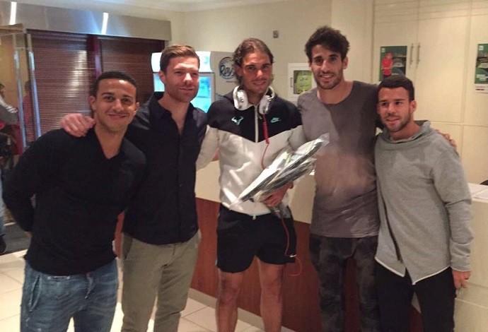 BLOG: Jogadores do Bayern tietam Nadal antes de decisão contra Djokovic  no Catar