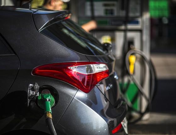 Carro abastecendo em posto de combustivel (Foto:  Dado Galdieri/Bloomberg via Getty Images)