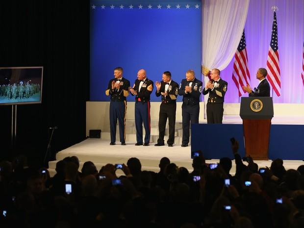 Obama conversa por videoconferência com soldados americanos em Kandahar, no Afeganistão, durante a festa inaugural do seu segundo mandato à frente dos Estados Unidos. (Foto: AFP)