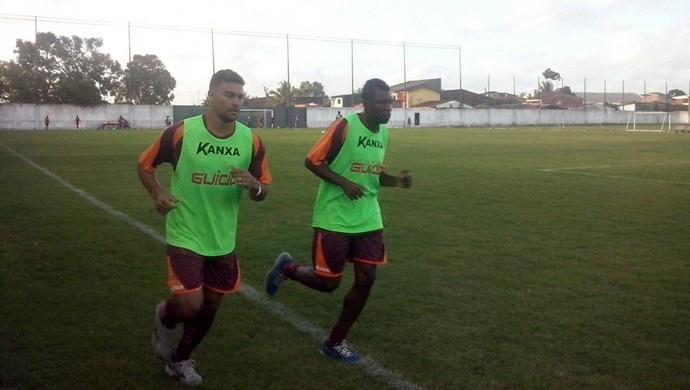 Glaydson e Diego Clementino, CRB (Foto: Paulo Victor Malta/GloboEsporte.com)