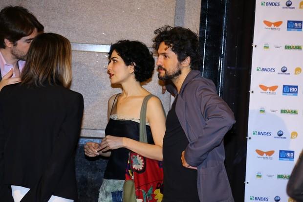 Letícia Sabatella com o namorado, o ator Fernando Alves Pinto (Foto: Marcello Sá Barreto/Agnews)