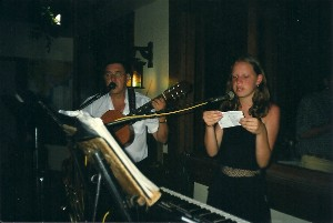 Greicy canta com o pai, o seu Jaques (Foto: Arquivo pessoal)