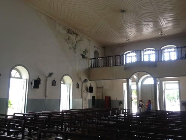 Umidade é o maior problema da estrutura da Igreja São José em Macapá (Foto: Fabiana Figueiredo/G1)