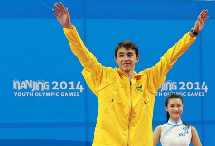 Calderano comemora o bronze em Nanquim (Foto: Divulgação)