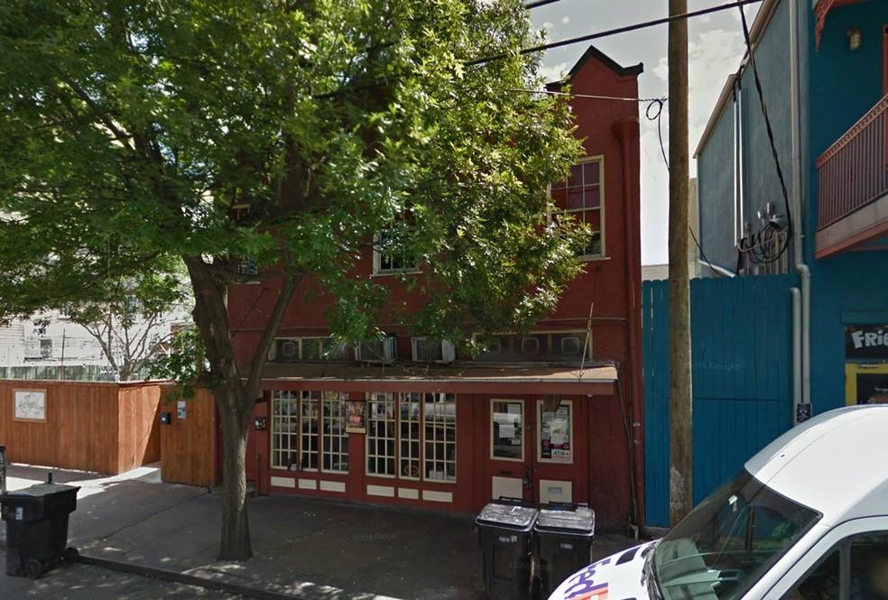 Appel Barrel, um dos bares onde o brasileiro e a vítima estiveram antes do estudpro, segundo versão da esutdante (Foto: Reprodução/Google Street View)