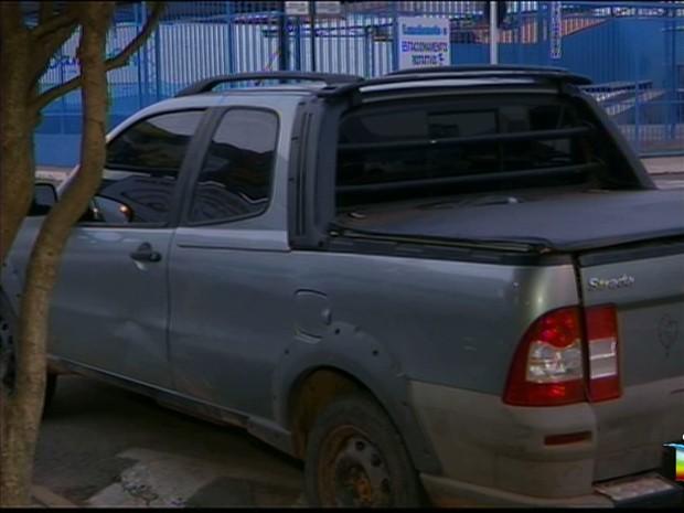 Autor do crime entrou no veículo da vítima e disparou vários tiros contra ela (Foto: Reprodução/TV Mirante)