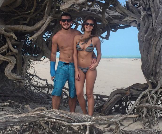 Isabella Santoni tira foto com o namorado, Lucas Wakim (Foto: Arquivo Pessoal)