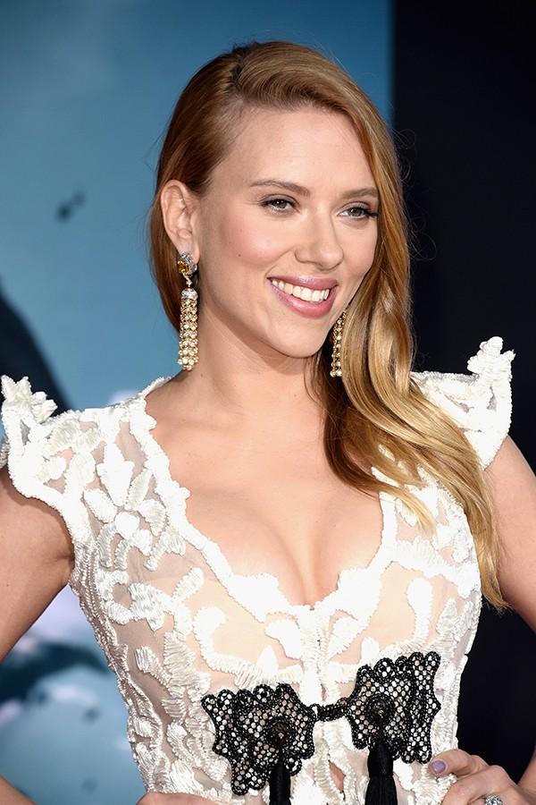 Já em seu segundo casamento e hoje mãe de família, Scarlett Johansson contou durante entrevista que seu local favorito para praticar sexo não é na cama, mas sim o banco traseiro de um carro (Foto: Getty Images)