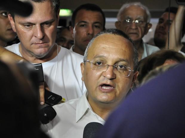 Candidato eleito ao governado de Mato Grosso, Pedro Taques (PDT) concede entrevista na capital. (Foto: Renê Dióz/G1)