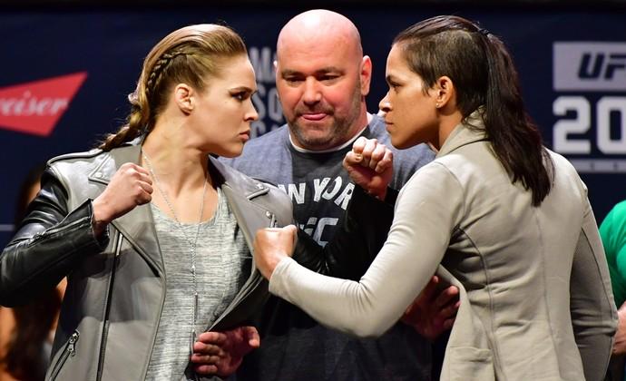 Amanda Nunes, Ronda Rousey, pesagem ufc 205 (Foto: Jason Silva)