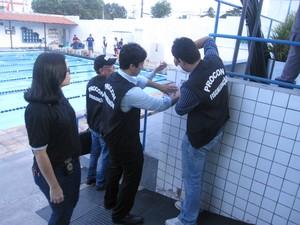 Interdição de academia durante operação do Procon, CREF e PM (Foto: Procon-MA)