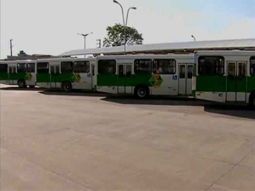 Motoristas de ônibus fazem greve reivindicando reajuste no salário (Foto: Reprodução/ TV Asa Branca)