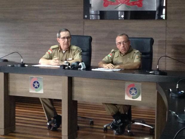 Corregedor, coronel José Aroldo Schlichting e o coronel Araújo Gomes confirmaram condenção de suspenso (Foto: Reinaldo Bruchado/RBS TV)