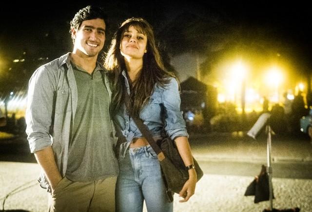 """Alice (Sophie Charlotte) e Renato (Renato Góes) em cena de """"Os Dias Eram Assim"""" (Foto: TV Globo)"""