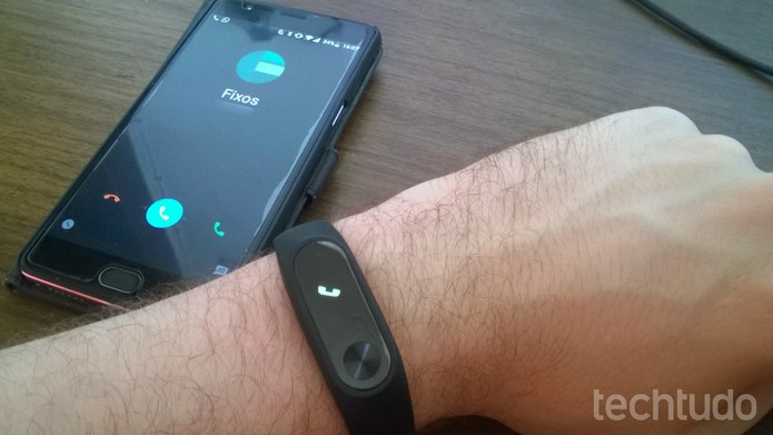 Mi Band 2 pode mostrar notificações de chamadas, mensagens e aplicativos (Foto: Elson de Souza/TechTudo)