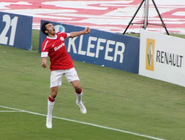 Dátolo comemora o gol contra o Grêmio (Foto: Diego Guichard/Globoesporte.com)