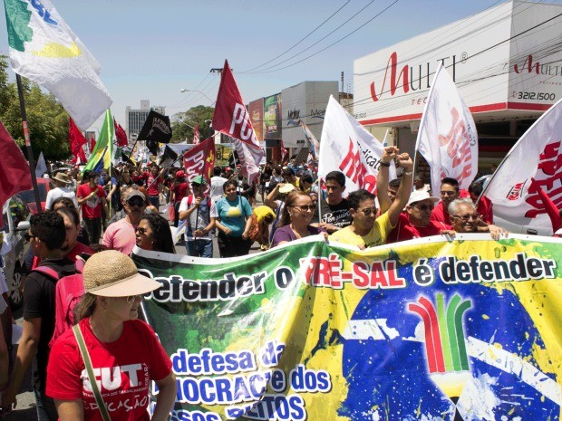 Manifestantes percorreram ruas do Centro de Fortaleza (Foto: Daniel Pearl Bezerra / Mídia Livre)