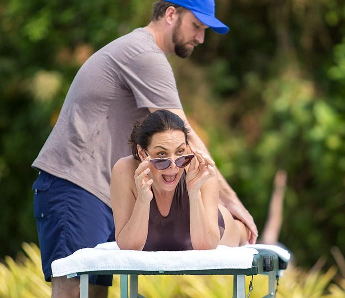 Penélope não acredita quando vê Leonora 'causando' no spa (Foto: Fabiano Battaglin/Gshow)