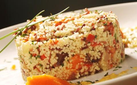 Salada de cuscuz marroquino com carneiro